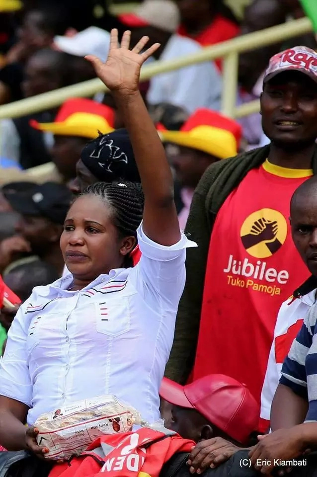 Do you know this lady who broke into tears during Uhuru's swearing in ceremony