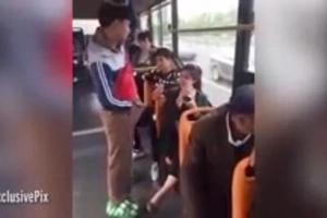 Una mujer se sorprendió por el GRAN bulto que tiene un hombre entre sus piernas