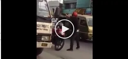 Two policemen beat helpless truck driver and his passenger for allegedly violating traffic rule