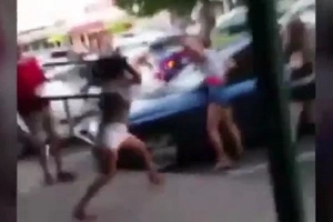 Street Fight In Sydney Has A Lot Of Girls Fighting Each Other