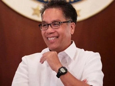 Mar Roxas wins the Internet with his response to his alleged Secretary of Nutrition post