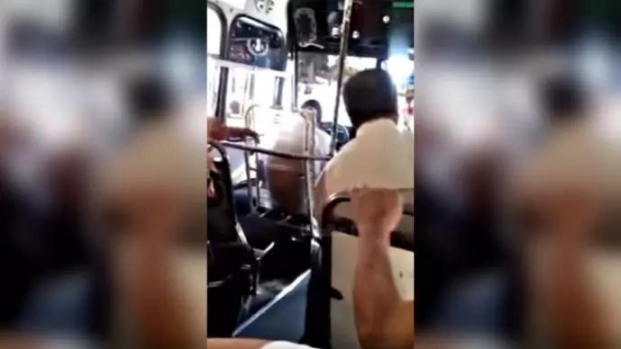 Graban a chofer de bus drogado