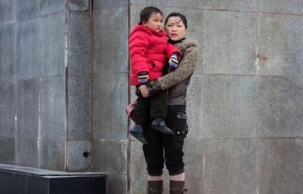 """Trágico: Niño de 7 años le pide a su madre que """"lo deje ir"""" para que ella pueda recibir su riñón"""