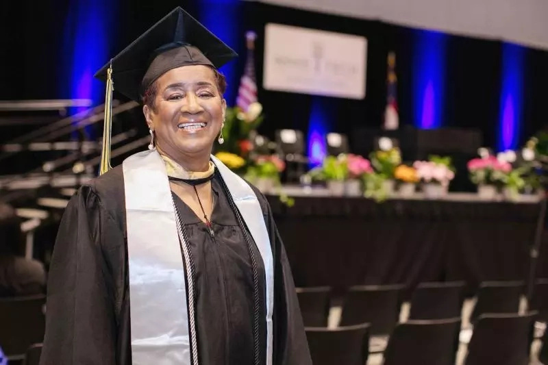 This 70-year-old great-great-grandmother graduate with the degree