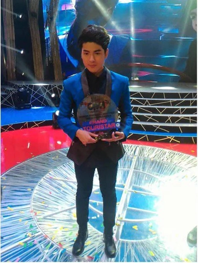 Korean heartthrob, Yohan Hwang, wins Filipino singing contest