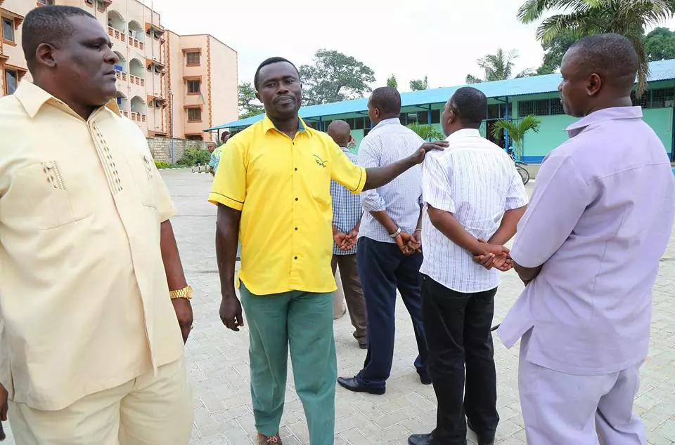 Joho comes to aid of bribery victim