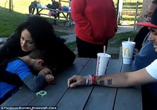 Le dijo a su hijo que mamá murió, su reacción te rompera el alma