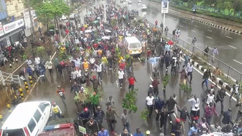 Hundreds brave the rain in a CORD march to the IEBC offices