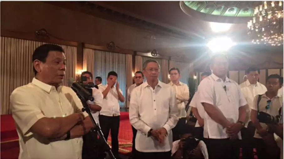 Duterte ends media boycott; holds presscon in Malacañang