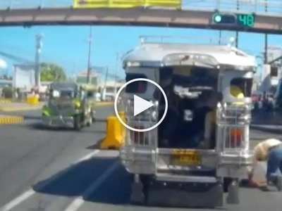 Kawawang lolo! Elderly Pinoy suffers shocking accident after getting off from moving jeepney