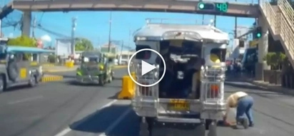 Kawawang lolo! Elderly Pinoy commuter suffers shocking accident after exit from moving jeepney