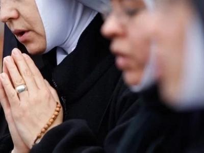 Un cura y una ex moja se casaron ¿Tendrán la bendición de Dios?