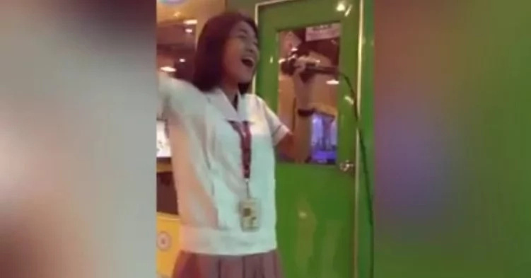 Pinay student shocked netizens with epic vocals in viral video