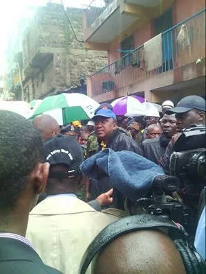 Uhuru Kenyatta visits Huruma, calls for the arrest of landlord