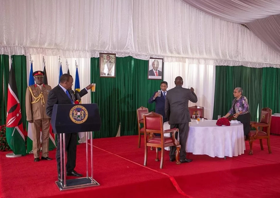 Uhuru changes drink, this is what he took during Seychelles President's visit