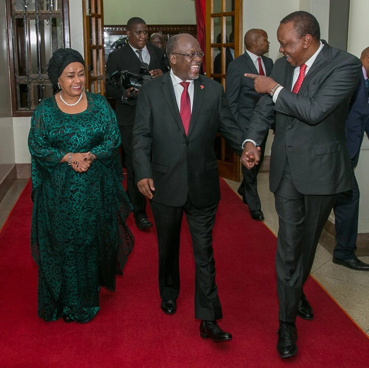 Uhuru, Ruto and Magufuli enjoy dinner together