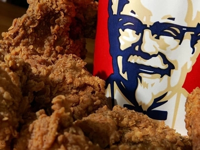 Woman Suing KFC For £16,000,000 Because 'Family Bucket Wasn't Filled To The Top'