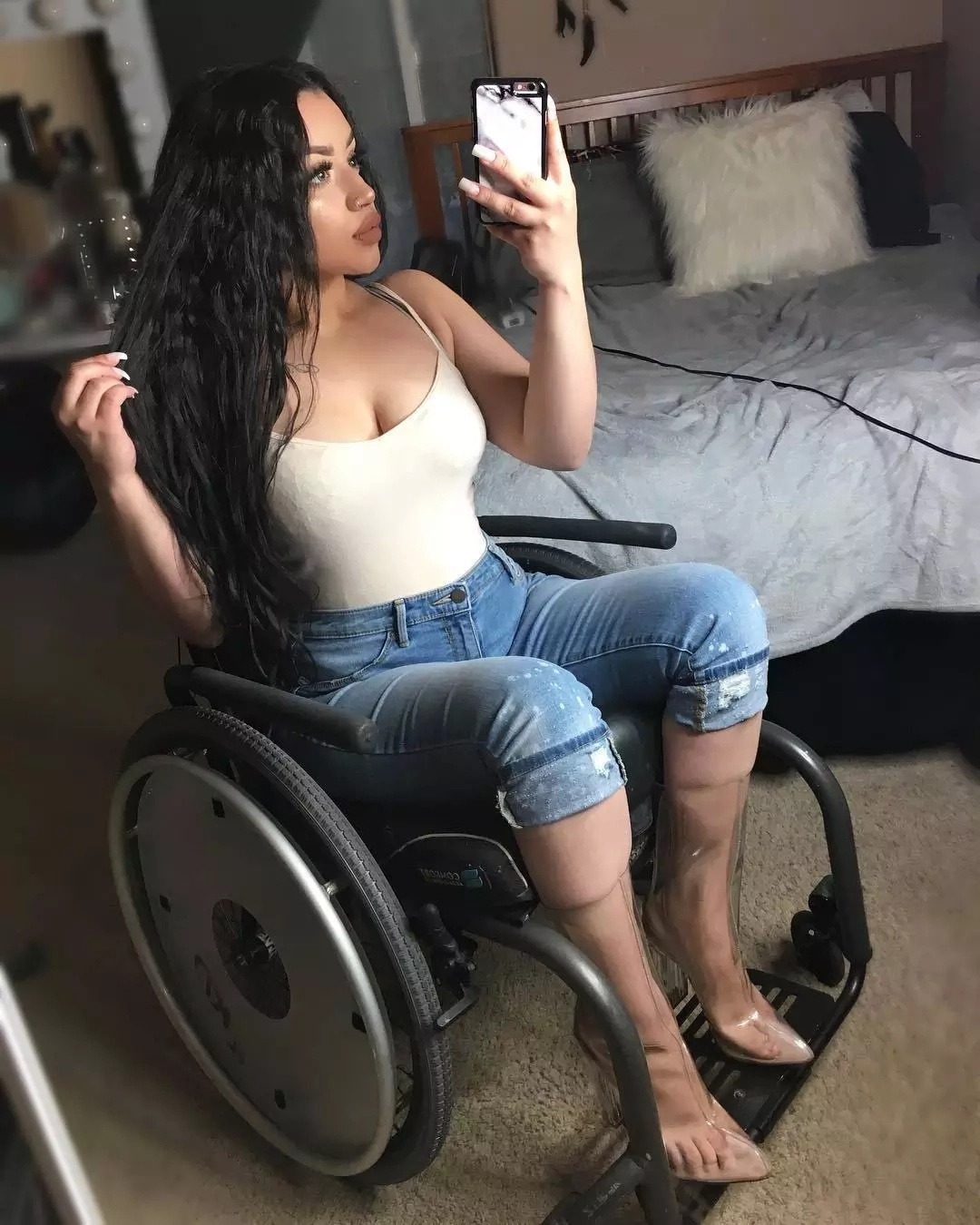 This disabled model is taking social media by STORM (photos)