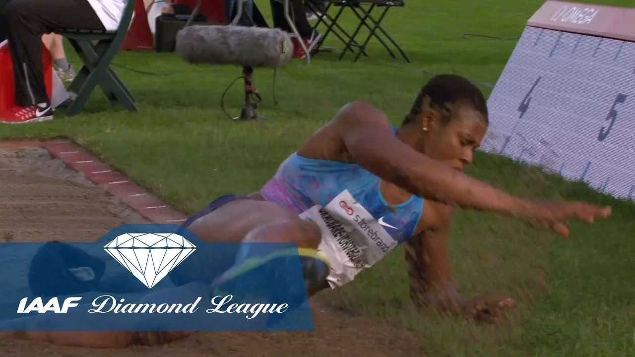 This athlete's wig falling off on track is the funniest thing you will see all day (VIDEO)