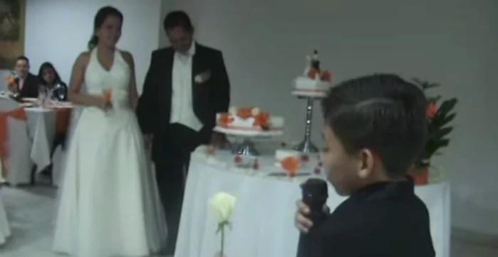 Este pequeño sorprendió a sus padres el día de su boda. Nadie lo podía creer y las lágrimas brotaron en los ojos de todos
