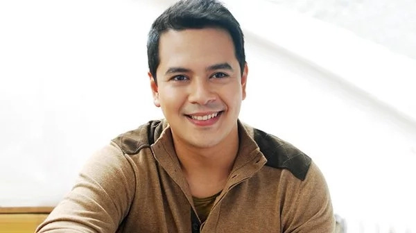 John Lloyd Cruz celebrates his birthday with Angelica and their friends