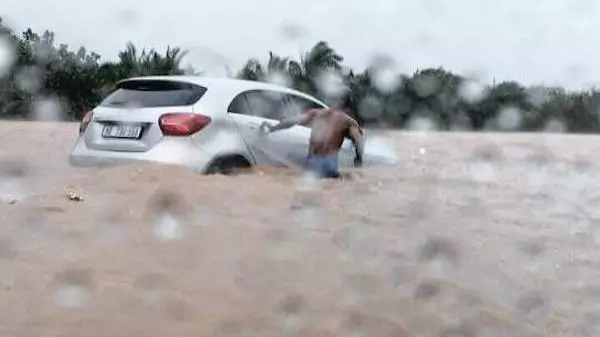He risked his life to save a woman trapped in this car. Photo: IOL
