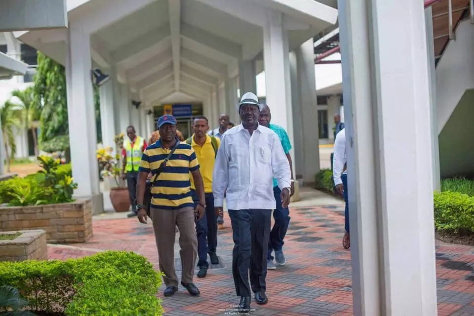 'Sultan' Joho welcomes Raila ahead of 'Mother of all Rallies' (photos)