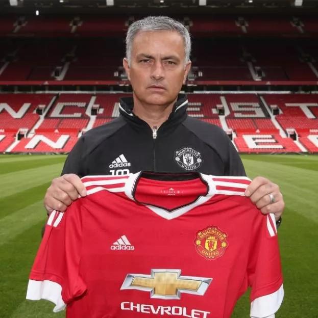 Mourinho to play Wayne Rooney as striker