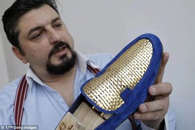 Cobbler crafts world's first 24-carat gold SHOES and delivered to you by helicopter for KSh 2.600.000 (photos)