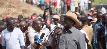 Raila helps reconcile two fighting communities(photos)