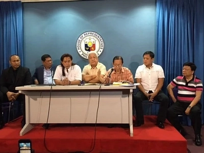 Magnificent 7 sees House probe on drugs as 'circus'