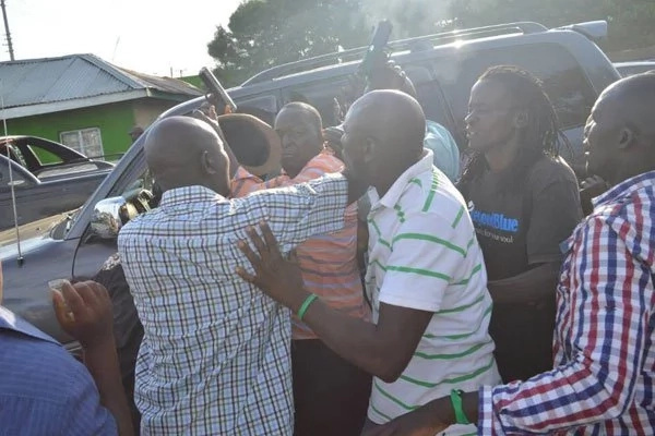 Angry crowd attacks politician at funeral, force him to shoot in the air to flee(photos)