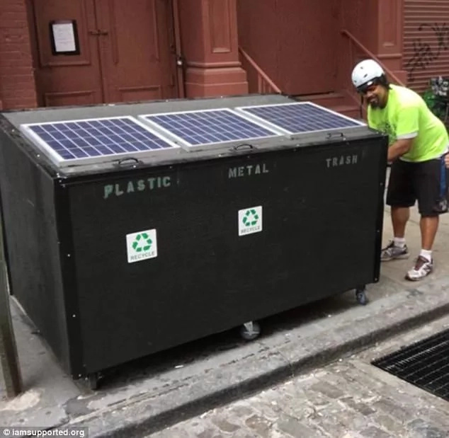 Homeless man has lived in disguised N475k dumpster that has solar panels for 10 months (photos, video)