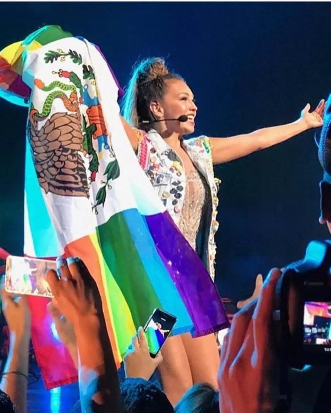 Para Thalía todo México es gay, o eso demuestra esta foto