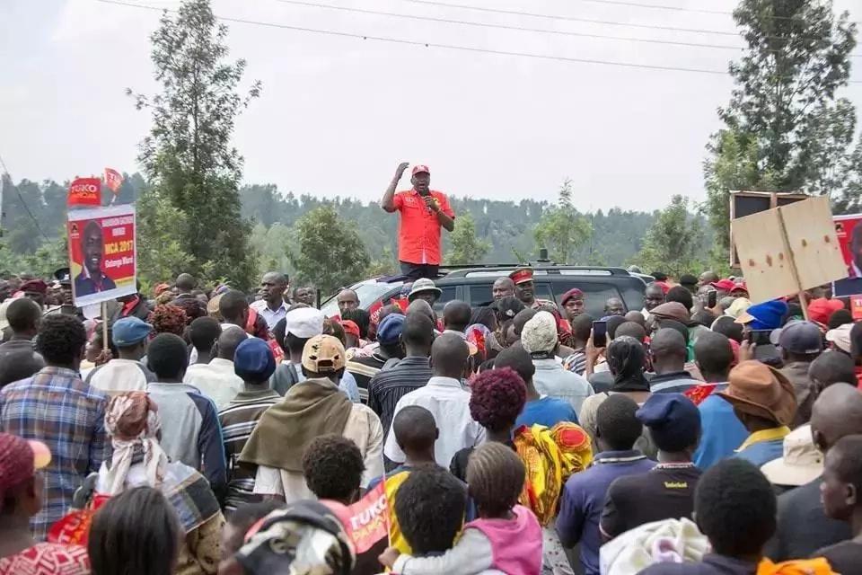 Uhuru amkosoa Raila wakati wa ziara Murang'a lakini wananchi wanamgeukia