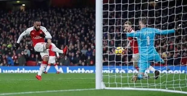 David de Gea-powered Manchester United stun Arsenal to trim City's lead