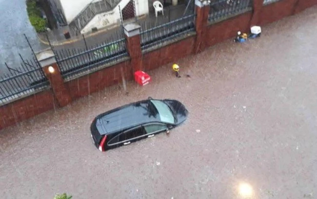 Heavy rains pound Nairobi hours after Met warned Kenyans of upcoming flash floods