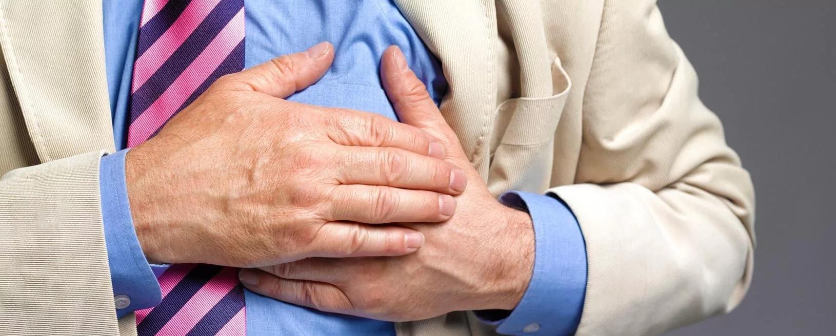 Corrió al hospital cuando su esposo sufrió un ataque al corazón.Pero el médico dijo que él llegó con una extraña mujer