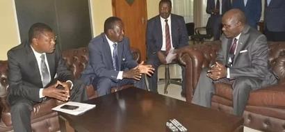 Details of Raila Odinga's secret meeting with IEBC commisioners as Uhuru regions lead in voter registration
