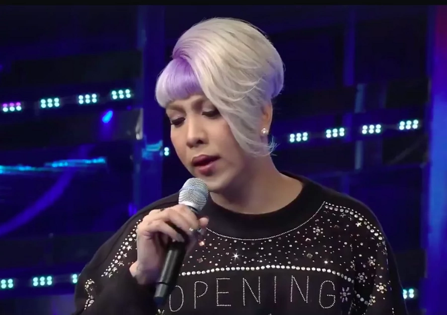 Nakakadiri naman talaga! Hilarious video of Anne Curtis running off stage after a fly landed on Vice Ganda's mouth