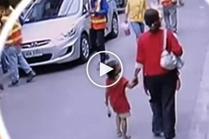 Dinukot sa Pasay City! Scary Pinay caught on CCTV offering soft drink to innocent child and then kidnapping her