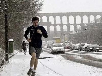 El impactante mensaje que dejó este joven tras la nevada en su país te conmoverá el corazón