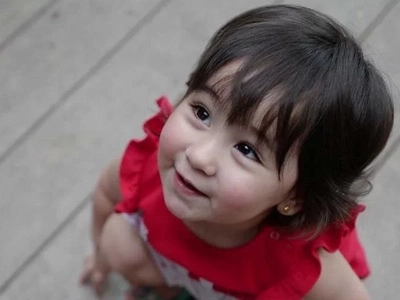 Baby Scarlet Snow can't stop hugging her new friend
