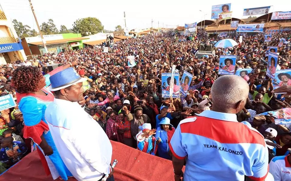 Drama as Kalonzo is heckled and shut down in his Makueni backyard (video)