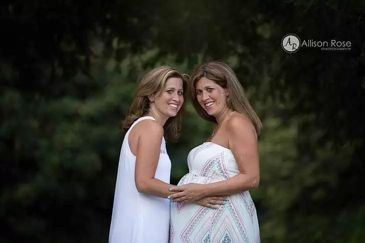 Su hermana gemela no podia tener hijos así que esta mujer se embarazo para darle el bebé