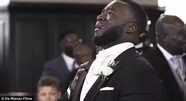 Jamaa awashangaza watu baada ya kuangua KILIO wakati wa harusi yake (Video)