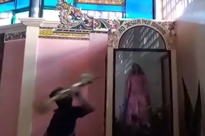 Sacrilege! ISIS destroys Virgin Mary, saints and CROSS at church in the Philippines