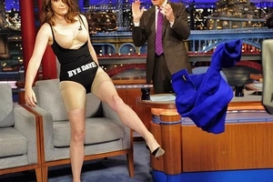 Shocking: Tina Fey stripped down on The David Letterman show!