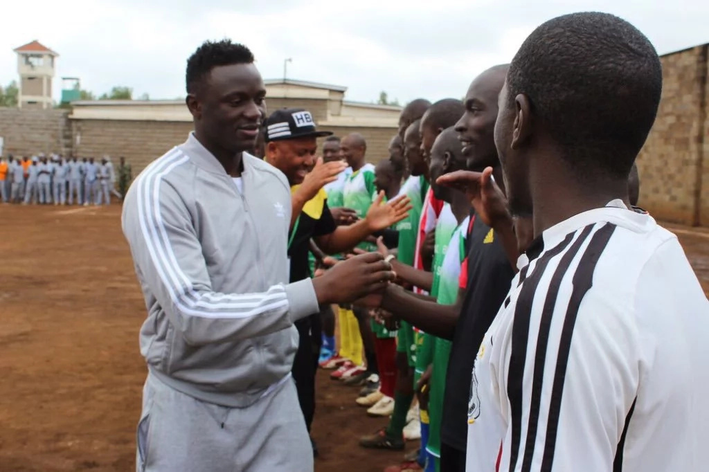Victor Wanyama visits Kamiti prison inmates