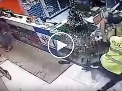 Scared Pinoy cops caught on CCTV hiding after witnessing deadly shooting incident in Pasig